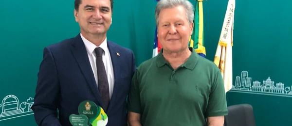 Consulado de Colombia inicia 2.020 con reconocimiento especial de la Alcaldía