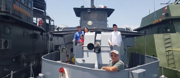 Visita de la comunidad de colombianos al Cañonero ARC Arauca que atracó en el puerto
